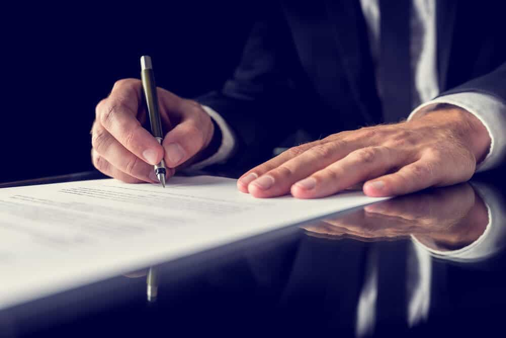Wir arbeiten als Makler in ihrem Auftrag und begleiten Sie daher mit unserer Expertise bis zum Abschluss einer Cyber-Versicherung und selbstverständlich auch darüber hinaus.
